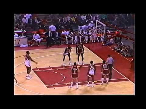 Kevin Willis Vs Michael Jordan (3-9-1987)