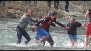 Sherr ne hedhjen e kryqit ne Berat