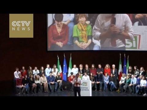 Italian PM Renzi holds rally ahead of key referendum