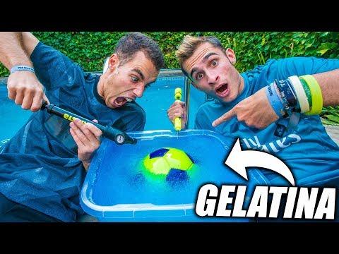 BALÓN RELLENO de GELATINA VS de AIRE!! - Experimento de Fútbol