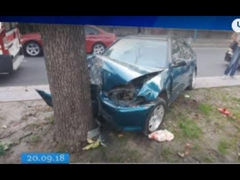 ТРК ВіККА: У Черкасах легковик на швидкості влетів у дерево
