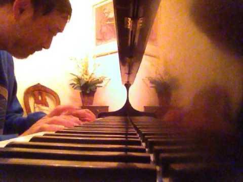 TRA LAI EM YEU + NGAY XUA HOANG THI + DUA EM TIM DONG HOA VANG.Piano: NGUYEN TRONG QUOC ANH