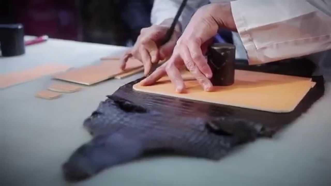 Купить или заказать сумка кожаная 'торба-орхидея' в интернет-магазине на ярмарке мастеров. 'торба орхидея' вместительная сумка-торба для ежедневной носки и путешествий. Размеры: 47/33/30см. Способ ношения на плече. Материал: кожа средней и повышенной плотности. Тип замка шнур.