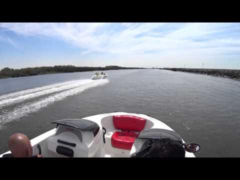 Tàu phản lực chạy đua với Mô tô nước Seadoo Jet boat race with a jet ski  Part 2