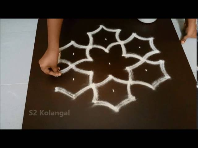 Simple flower kolam with 7 to 4 interlaced dots.