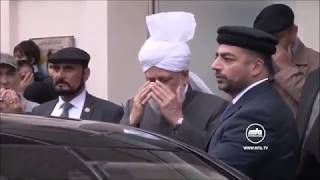 Hazrat Mirza Masroor Ahmad leads silent prayers prior to departure for USA Tour