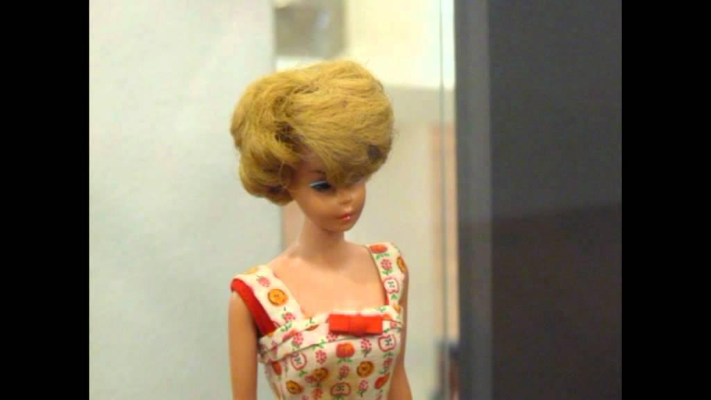 Ongebruikt Old Barbie dolls in museum The Hague Netherlands Oude Barbies in UA-49