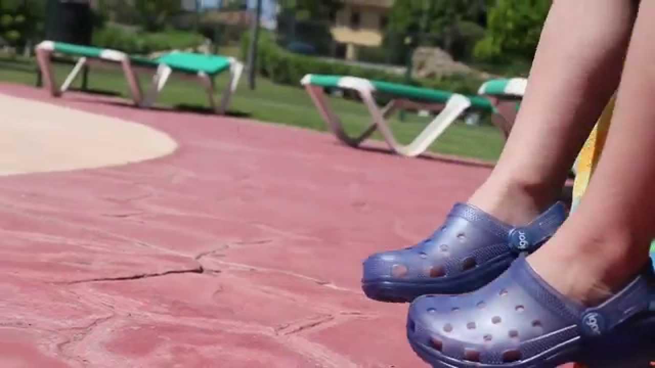Zuecos de goma igor zapatos para playa y piscina ni os for Albercas de plastico para ninos
