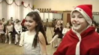 видео Веселый Новый год с играми, конкурсами и выборами Снегурочки