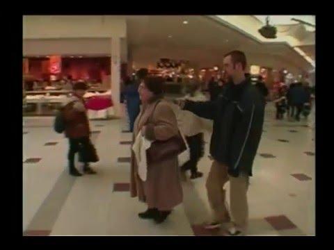 Tom Green trolls mall with Beat Box