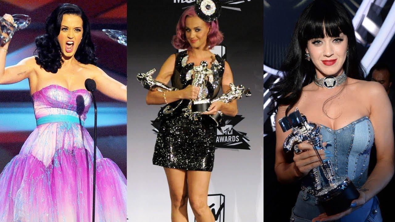 How many awards did katy perry win