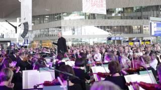 Rotterdams Philharmonisch Orkest geeft muzikale verrassing Rotterdam Centraal Station