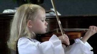 Paganini played by a 5-year-old violinist