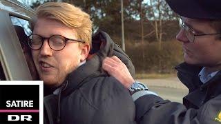 Nikolaj Stokholm gør grin med den fede ko | Flemming betjent | Nyt fra Jylland | Satire thumbnail