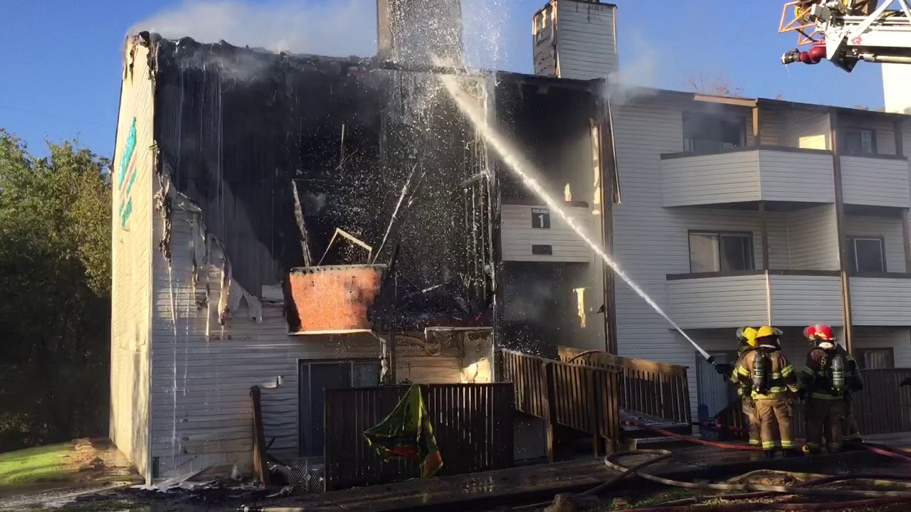 Tenn. firefighters battle 2-alarm apartment fire