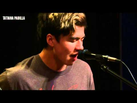 5 Seconds Of Summer - She Looks So Perfect - Acoustic performance at 93.3 FLZ in Tampa, Florida