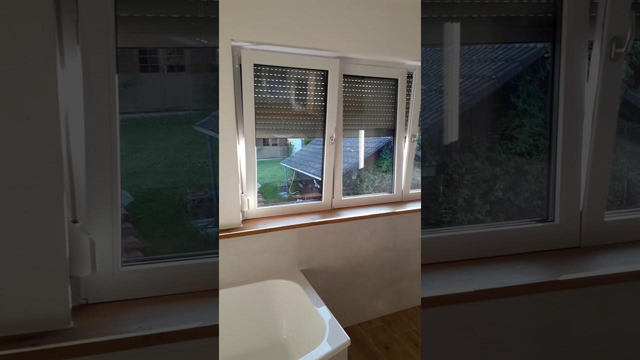 Badezimmer mit Holzfliesen