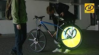 Экран - колеса велосипеда, ноу-хау белорусских изобретателей(Видео - на колесах велосипеда. Такой необычный моддинг придумали двое молодых белорусов. Смотрим., 2014-04-02T13:55:22.000Z)
