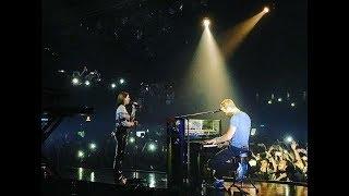 Chris Martin performing 'Homesick' with Dua Lipa - São Paulo (Nov, 9, 2017)