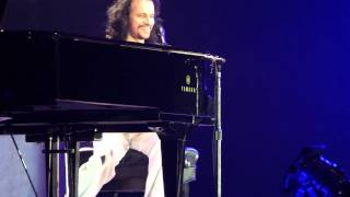 Yanni Welcomes The Crowds - Dubai 2013