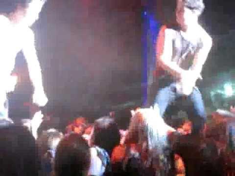 Caida de Nick Jonas Nick Jonas falls
