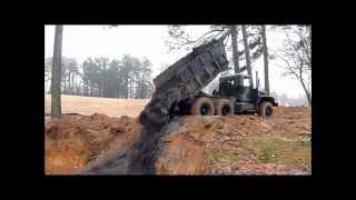 Military 5 Ton 6X6 Dump Truck Hauling Mud
