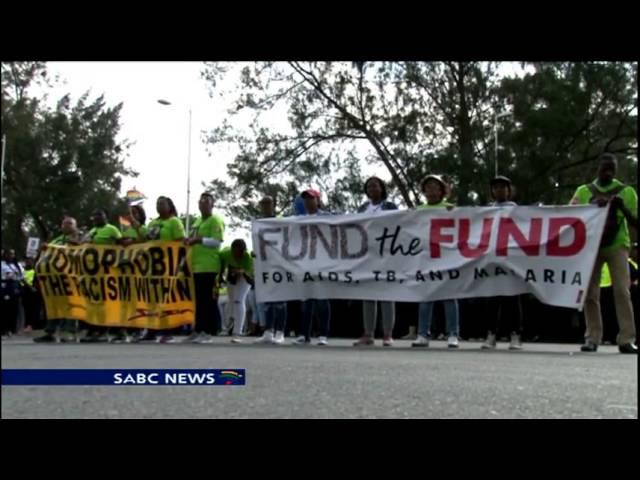 US' Queen Latifah, thousands march against HIV-AIDS in Durban