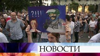 В центре Тбилиси сотни людей вновь перекрыли проспект Руставели.