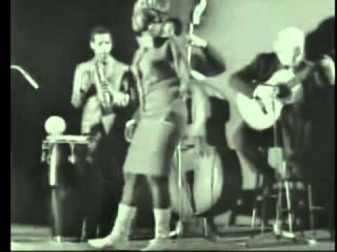 Miriam Makeba - Khawuleza (Live 1966)