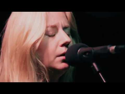 joanne-shaw-taylor-wild-is-the-wind-planet-rock-live-session-planet-rock