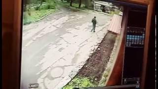 В Красноярске на ул Кутузова /~ маньяк следил за девочкой