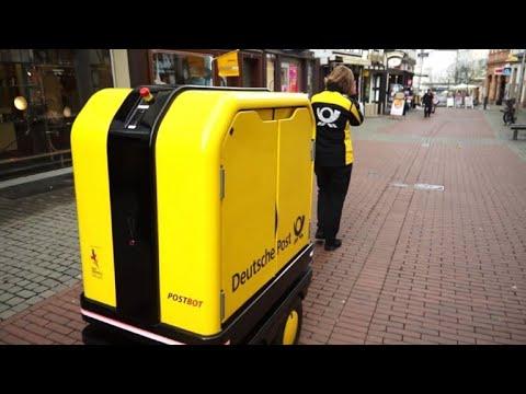 "Kollege ""Postbot"": Postbotin bekommt Hilfe von Roboter"