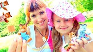 Игры для девочек. Маша и Ксюша с Котиками Виладж стори на Пикнике!  Видео с игрушками Village story
