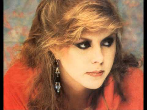 Kirsty MacColl - There's A Guy Works Down The Chipshop Swears He's Elvis (Country Version)