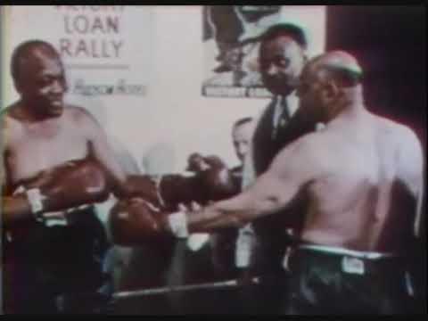 Jack Johnson and Joe Jeannette sparring