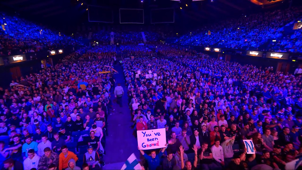 [Counter-Strike: Global Offensive] Incredible crowd sign at the CS:GO Major
