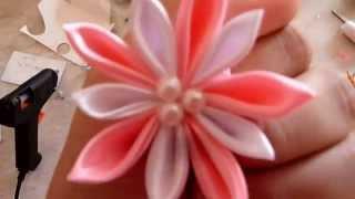 Цветок-резинка из атласной ленты своими руками.