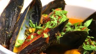How To Make Mussels In Tomato Saffron Broth