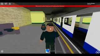 Roblox London Hackney & Limehouse bus Simulator Last D Stock alongside with S Stock at Stepney Green