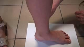 видео Размер ноги ребенка по возрасту (Таблица размеров)