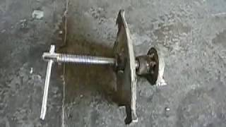 приспособление для сжатия (вкручивания) задних  суппортов