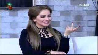 بالفيديو إعلامي يطلب تقبيل شاعرة عراقية على الهواء شاهد ماذا حدث