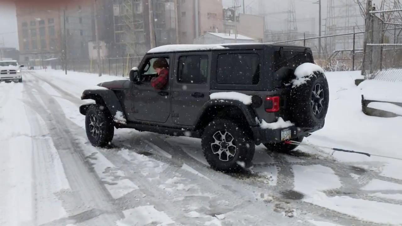 Stuck in the snow!   2018+ Jeep Wrangler Forums (JL / JLU