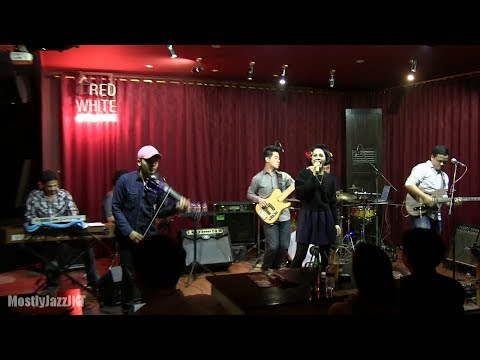 Andien - Sahabat Setia @ Mostly Jazz 17/10/13 [HD]