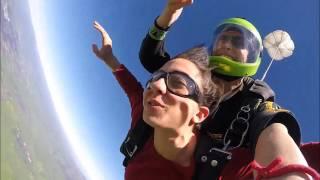 Noa Glaser Skydiving