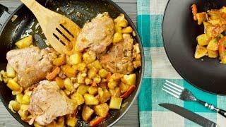 Курица с картошкой на сковороде с мёдом и соевым с...