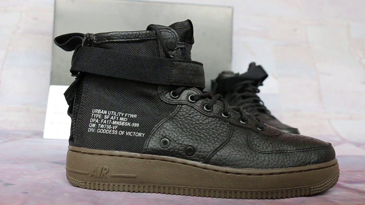 finest selection 919c7 96627 Nike Special Field Air Force 1 Mid Black Gum Show