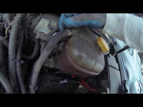 Замена бачка ОЖ (охлаждающей жидкости) / Opel Astra H