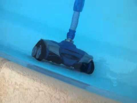 Robot piscine zodiac mx8 au top youtube for Balayeuse robot piscine