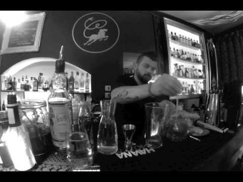 """LA CHIMERE CAFE Bar à cocktail Aix en Provence Cocktail Mixologie """"Le Caribou"""""""